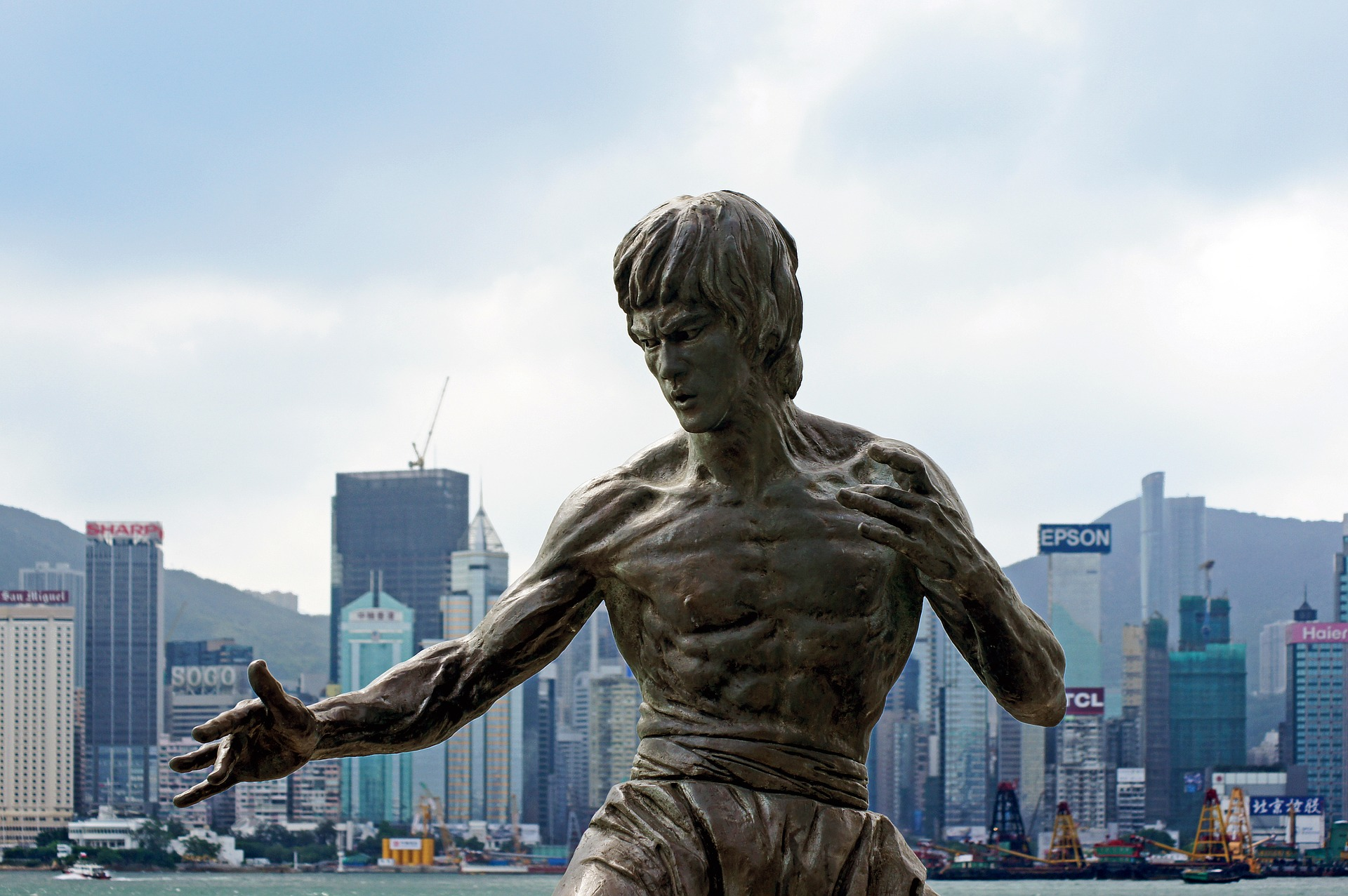 13 Zitate von Bruce Lee über die du nachdenken solltest